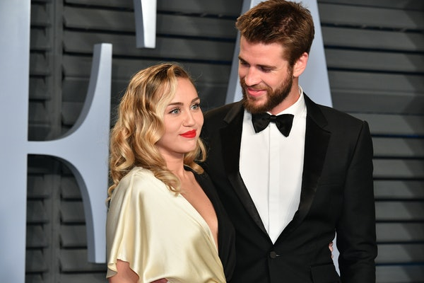 BEVERLY HILLS, CA - MARCH 04:  Miley Cyrus (L) and Liam Hemsworth attend the 2018 Vanity Fair Oscar Party hosted by Radhika Jones at Wallis Annenberg Center for the Performing Arts on March 4, 2018 in Beverly Hills, California.  (Photo by Dia Dipasupil/Getty Images)