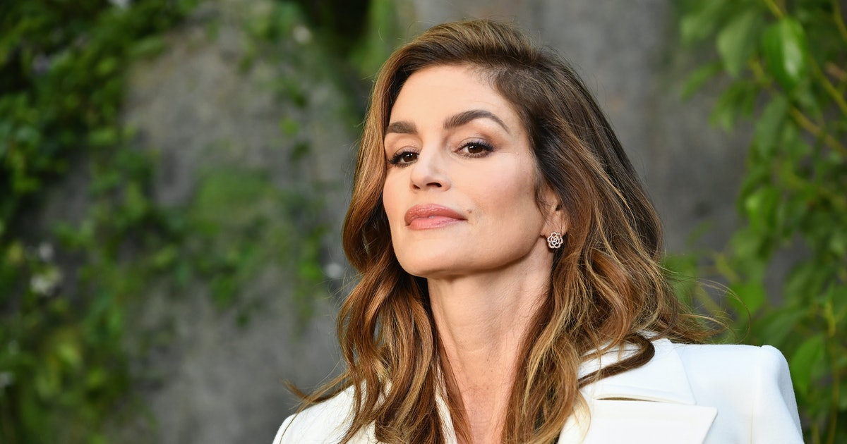 Cindy Crawford's Slip Dress & Slides Combo Is Equal Parts Stylish & Comfortable