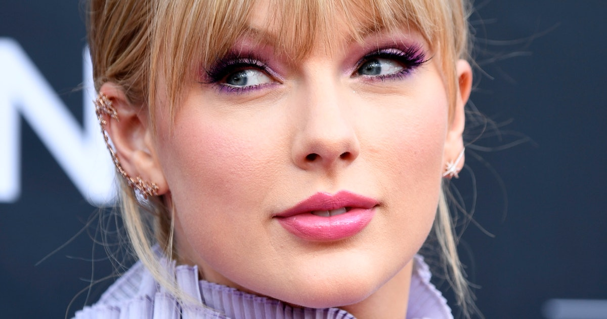Taylor Swift's September 'Vogue' Cover Has A '70s Flair Perfect For Fall