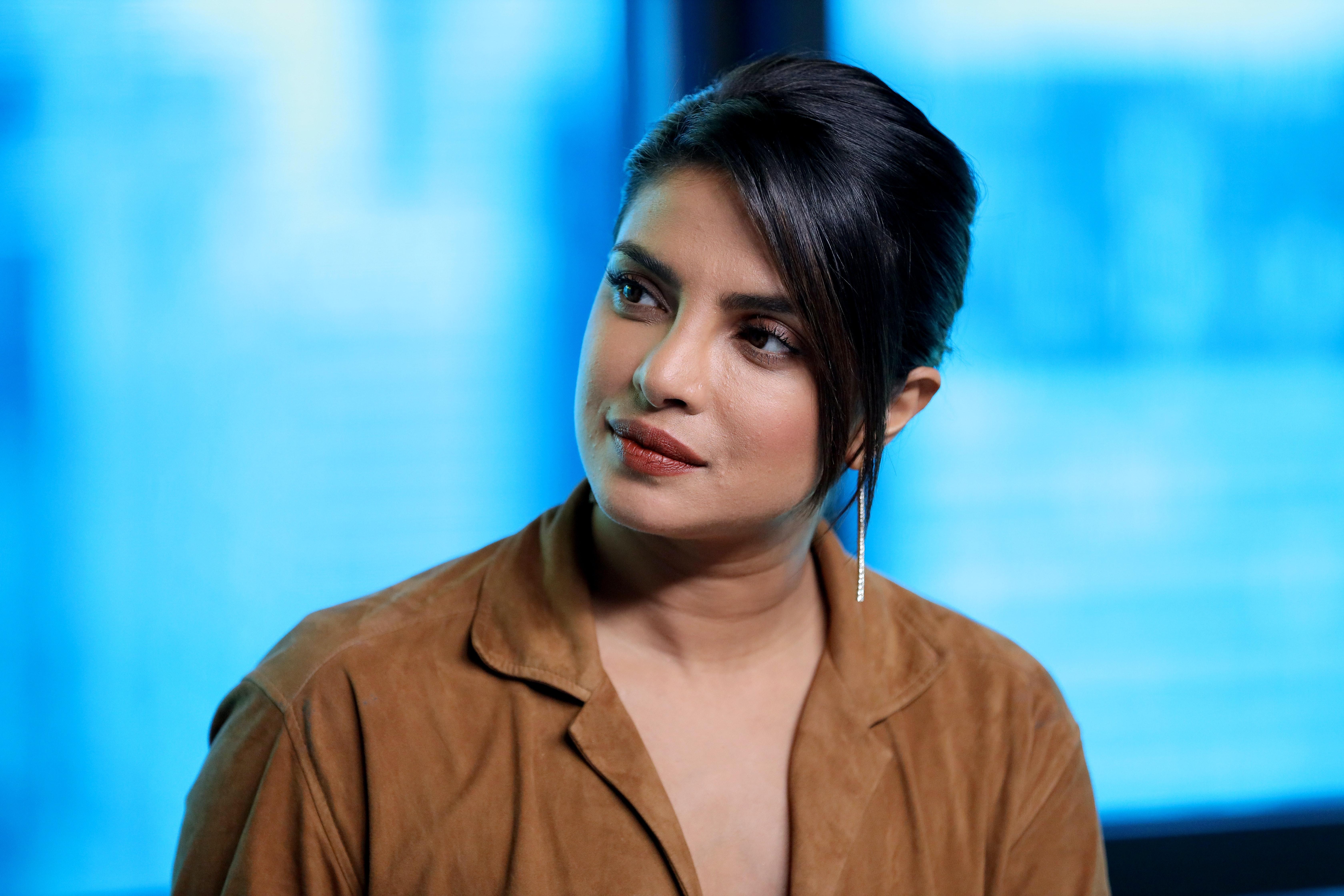 Priyanka Chopra S Dark Brunette Bob Is A Chic And Subtle Change