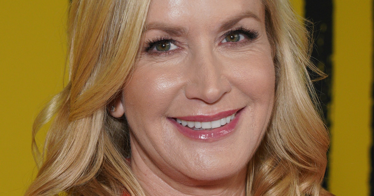 Angela Kinsey Knows All About Being The 'Tall Girl' Out — INTERVIEW