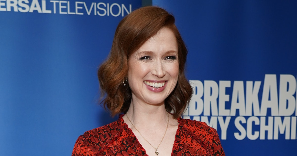 Pregnant Ellie Kemper's New Bump Photo Is Hilariously Relatable