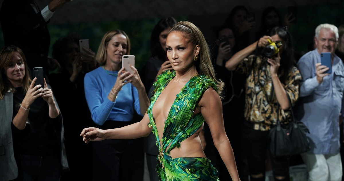 Jennifer Lopez Wore An Updated Version Of Her Iconic 2000s Grammy Awards Dress On The Versace Runway