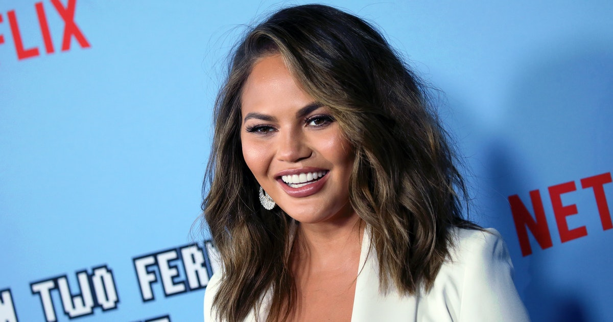Chrissy Teigen Was *1* Minute Late Picking Up Luna & She Was Not Impressed