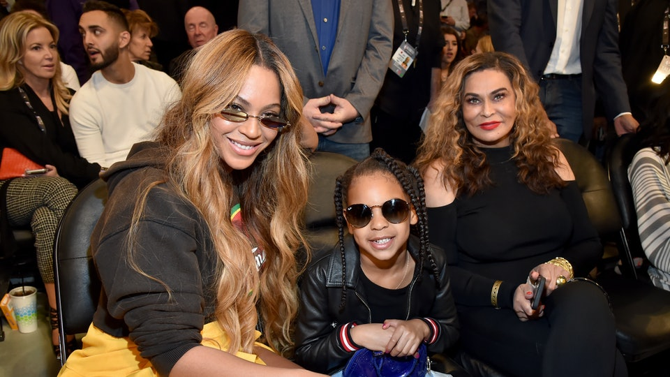 Beyoncé shared photos of her three children on Instagram in honor of the new year.