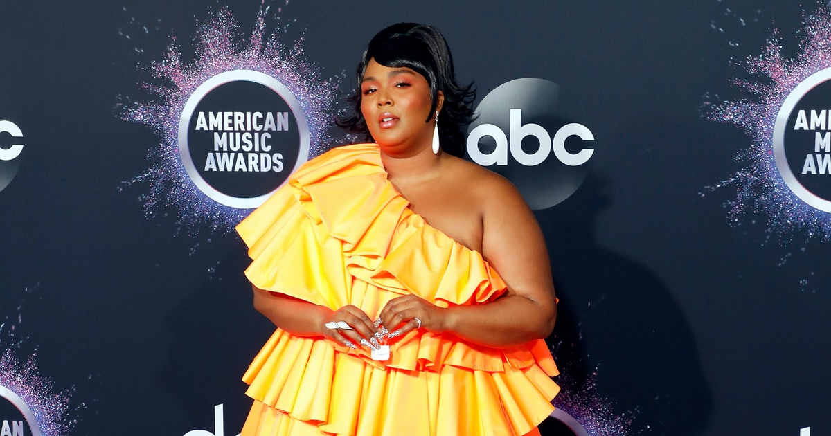 Lizzo Revealed What's In Her Tiny Purse — VIDEO
