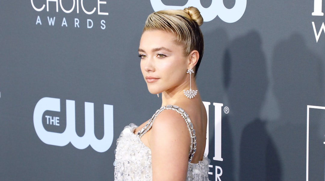 Florence Pugh wore shimmery peach eyeshadow on 'Jimmy Kimmel Live!' Thurs.