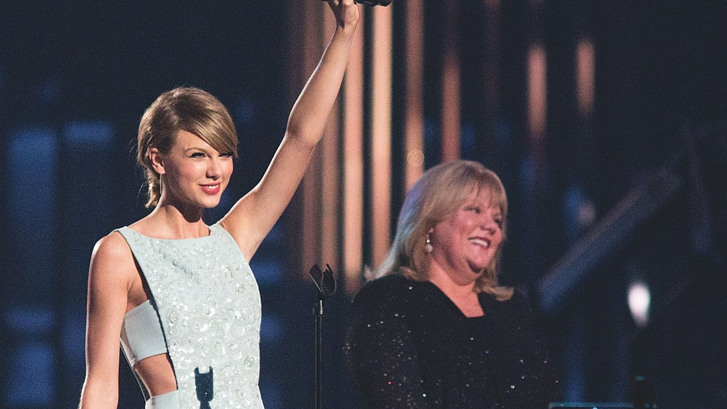 Taylor Swift stands on-stage with her mom, Andrea Swift.