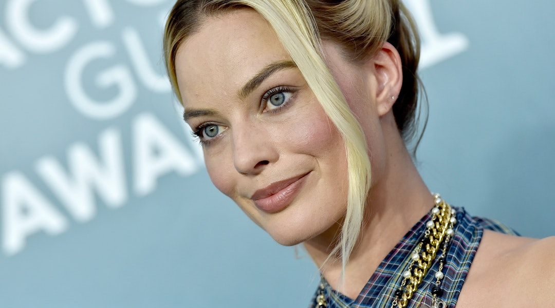 Margot Robbie wore bright-pink eyeshadow to the 'Birds of Prey' premiere