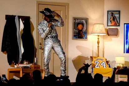 Lil Nas X paid tribute to Kobe Bryant at the 2020 Grammys.