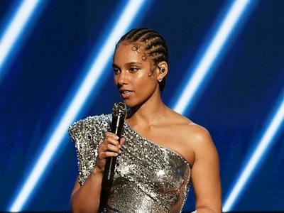 Alicia Keys' sang and emotional tribute to Kobe Bryant with Boys II Men.