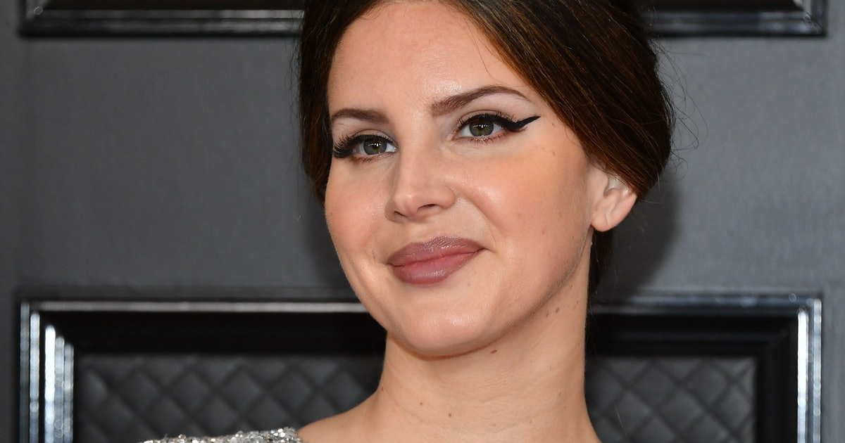 Lana Del Rey Bought Her 2020 Grammys Dress At The Mall Like A Relatable Queen