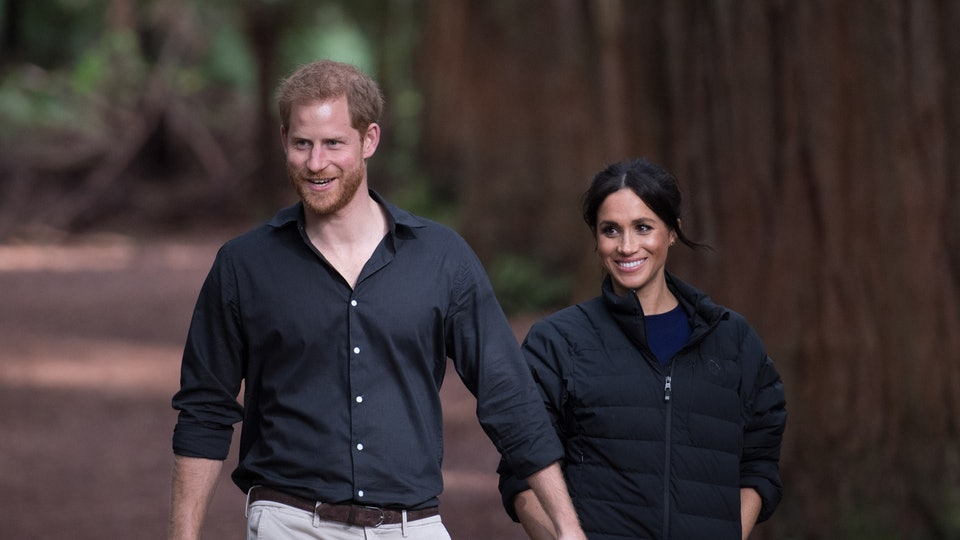 Meghan Markle and Prince Harry helped hikers trying to get a good picture in Canada.