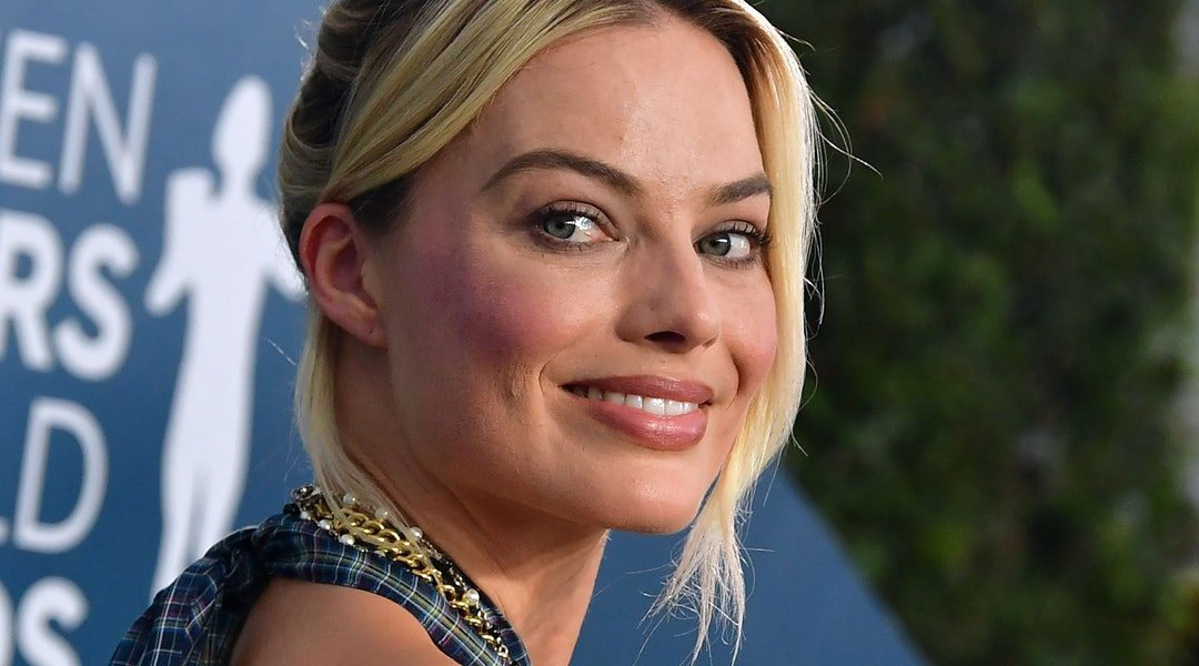 Margot Robbie wore glitter eyeshadow to the 'Birds of Prey' world premiere