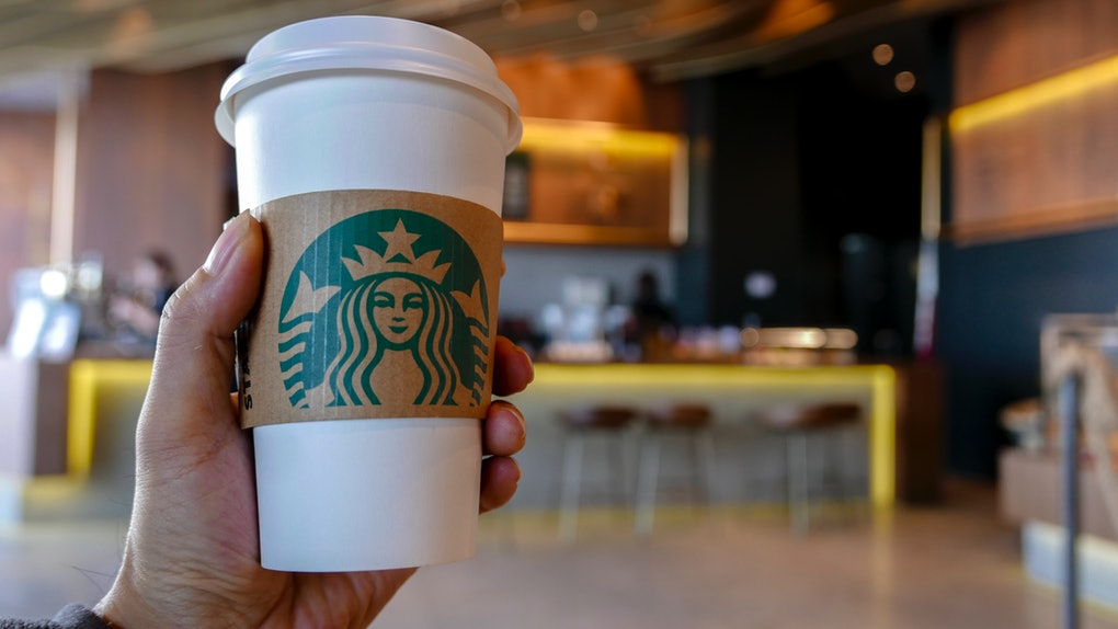 This Starbucks Instagram Story Filter will match you with one of your fave drinks.
