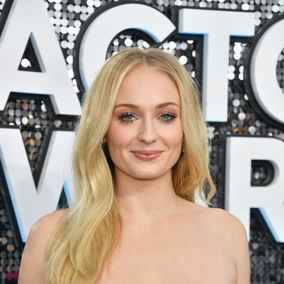 Sophie Turner is one of many who are rocking '60s makeup trends lately