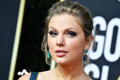 Taylor Swift's Golden Globe earrings were mismatched.