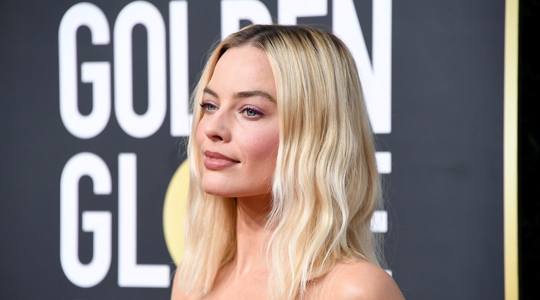 Margot Robbie's 2020 Golden Globes dress was Chanel couture