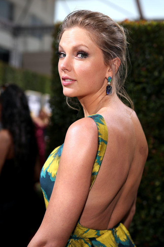"""Taylor Swift's Golden Globes look was very """"Lover."""""""