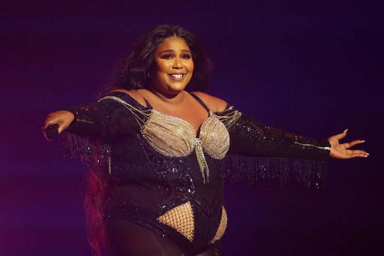 Lizzo donated her time to Foodbank Victoria to help with Australian bushfire relief while on tour in Australia.