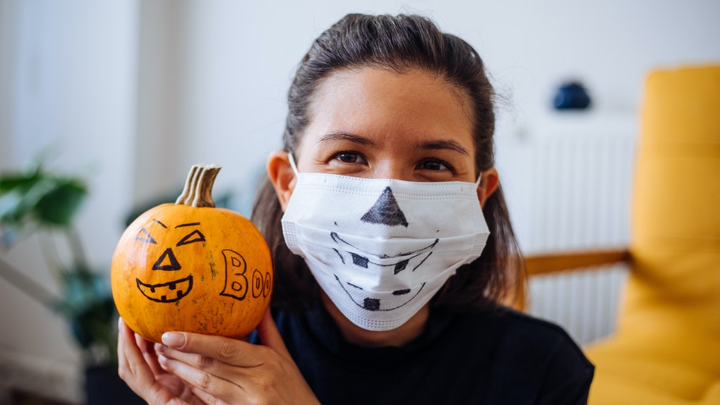 Here's what experts have to say about wearing a mask while at indoor and outdoor parties.