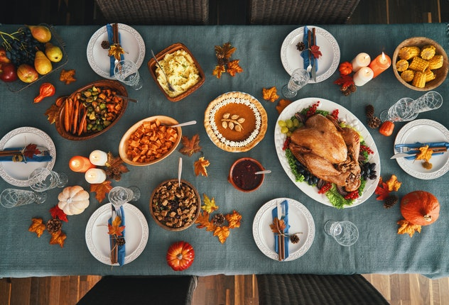 reasons why being pregnant in the fall is the best: thanksgiving spread
