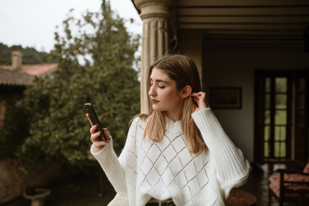 One of the best tips for reducing anxiety while texting your crush is to check in with yourself befo...