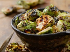 Eating in brussels sprouts in winter is nourishing.