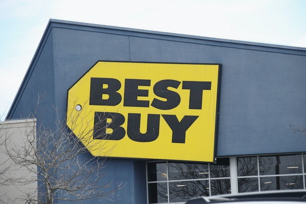 Best Buy's Black Friday 2020 sale features deep discounts on home appliances and tech.