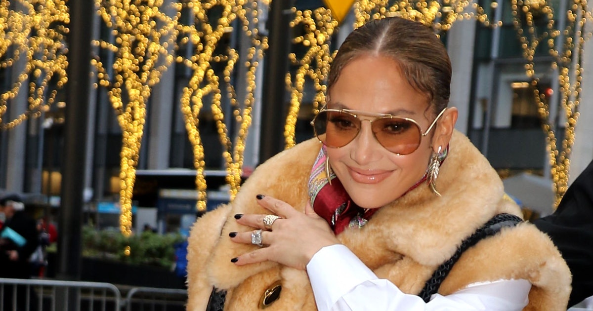 J.Lo Just Made A Case For Wearing Neon Yellow Nail Polish In The Fall