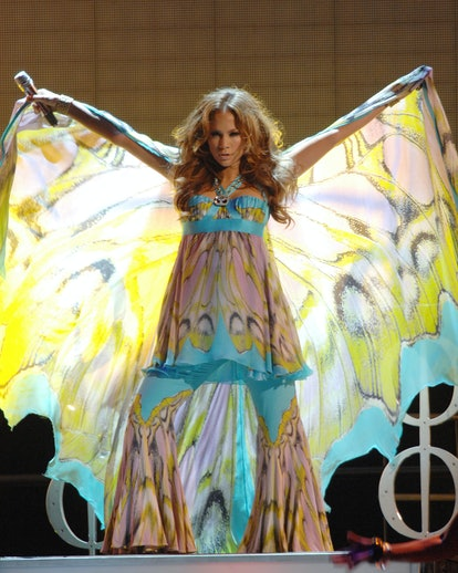 Jennifer Lopez performed while pregnant in 2008.