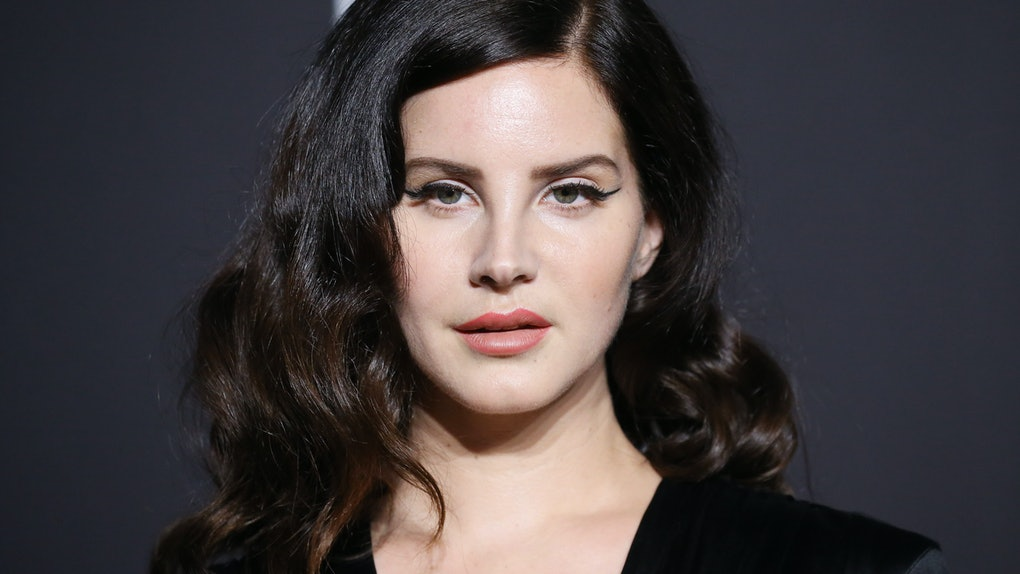 These tweets about Lana Del Rey's mesh mask from her is getting a lot of flack.