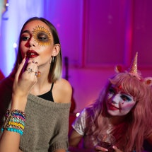 These easy last minute Halloween makeup looks are from professional MUAs.