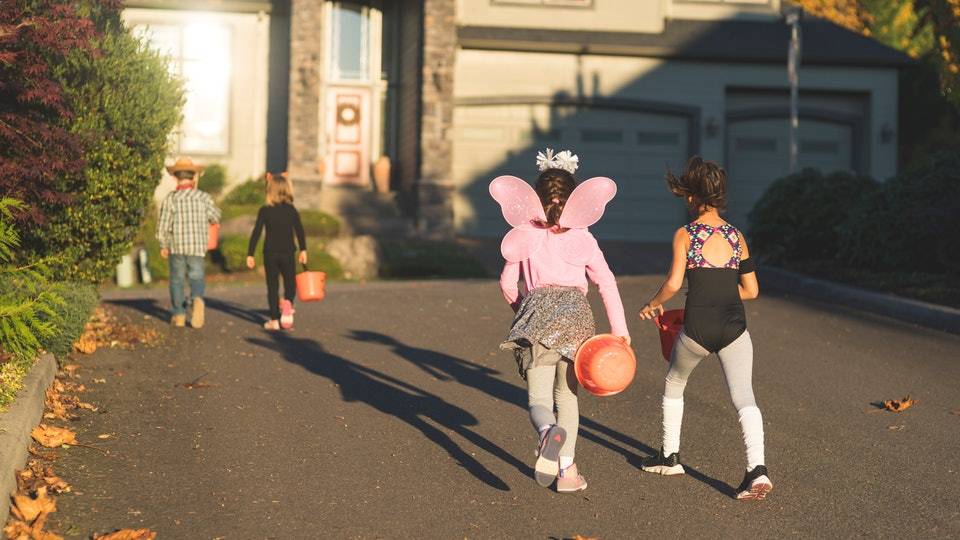 With these expert tips, there are ways to make trick-or-treating safe for your neighborhood.