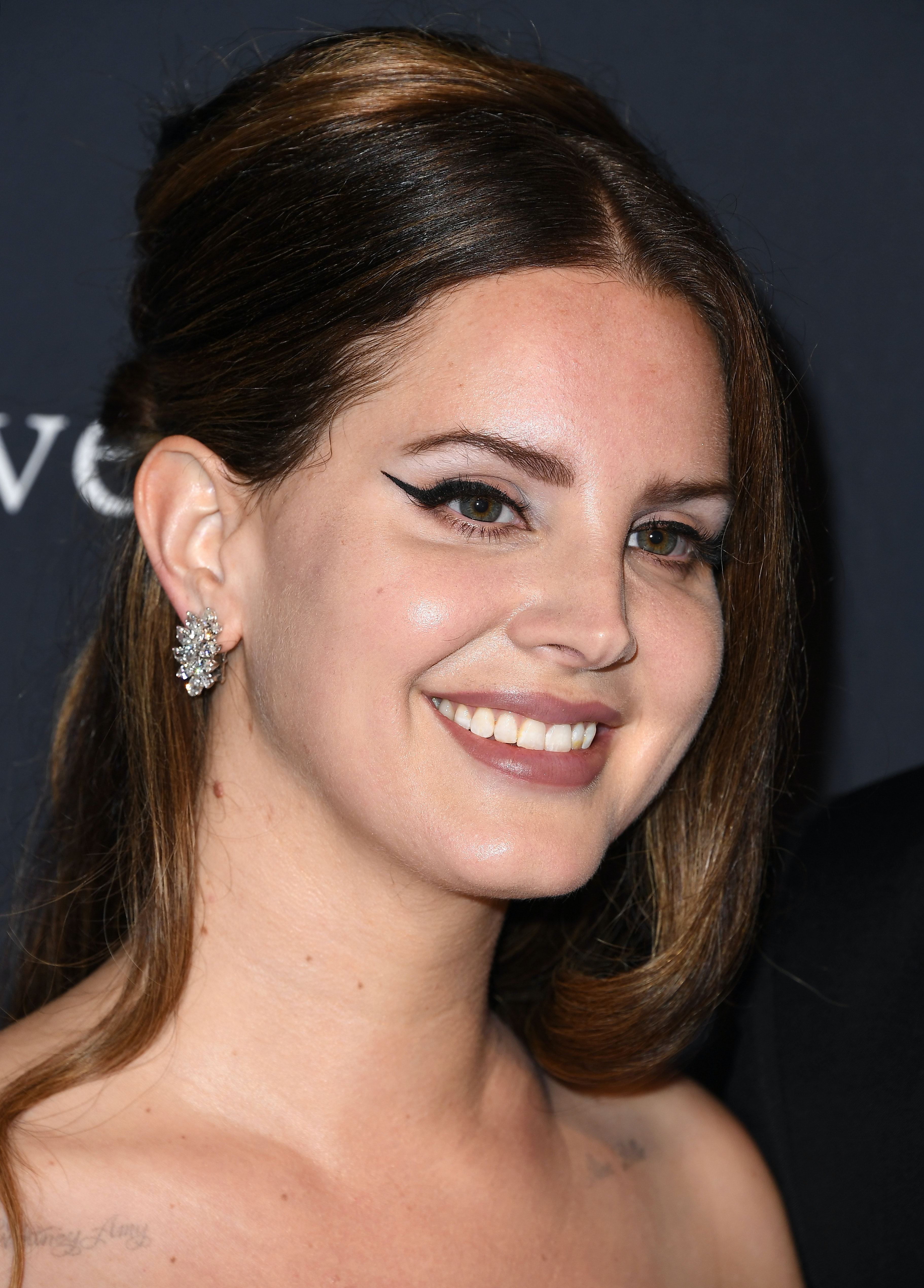 Lana Del Rey Wore A Mesh Mask Everyone Is Disappointed