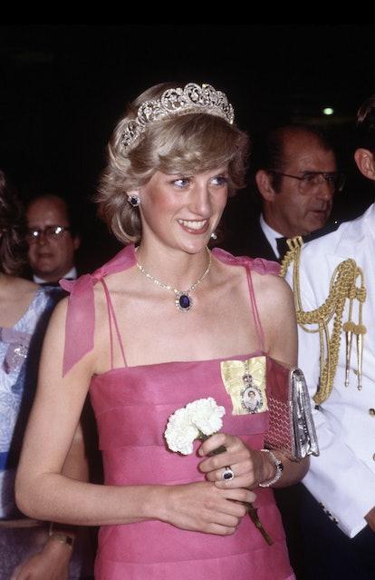 Princess diana kate middleton tribute sapphire