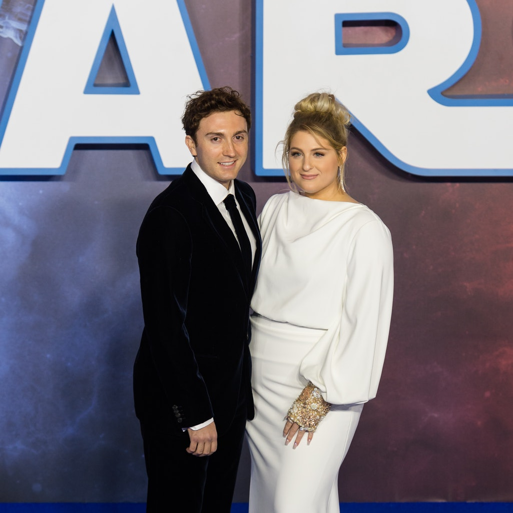 Meghan Trainor & Daryl Sabara Announced Her Pregnancy With A Christmas Themed Pic