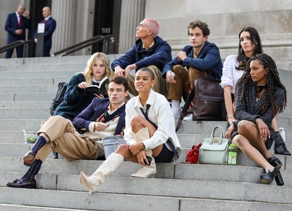 'Gossip Girl' reboot cast films on the steps of the Metropolitan Museum of Art in New York City.