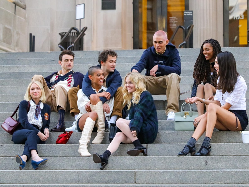The 'Gossip Girl' reboot cast films on the steps of the Metropolitan Museum of Art in New York City.