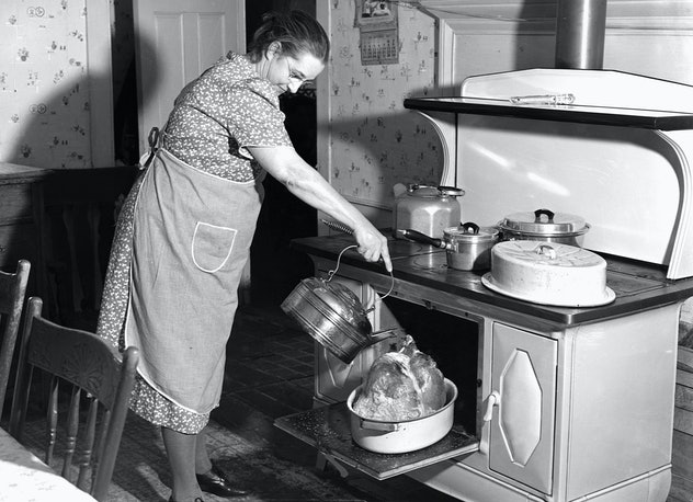 1940s woman cooking a turkey.
