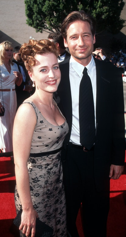 Anderson with X-Files co-star David Duchovny at the 1996 Emmy Awards.