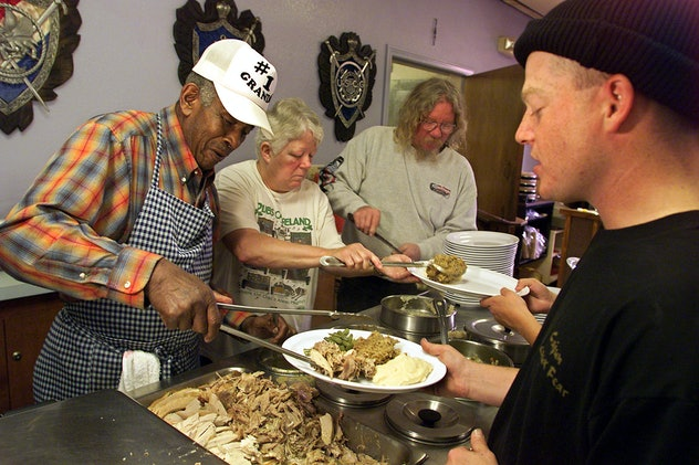 veterans having thanksgiving dinner