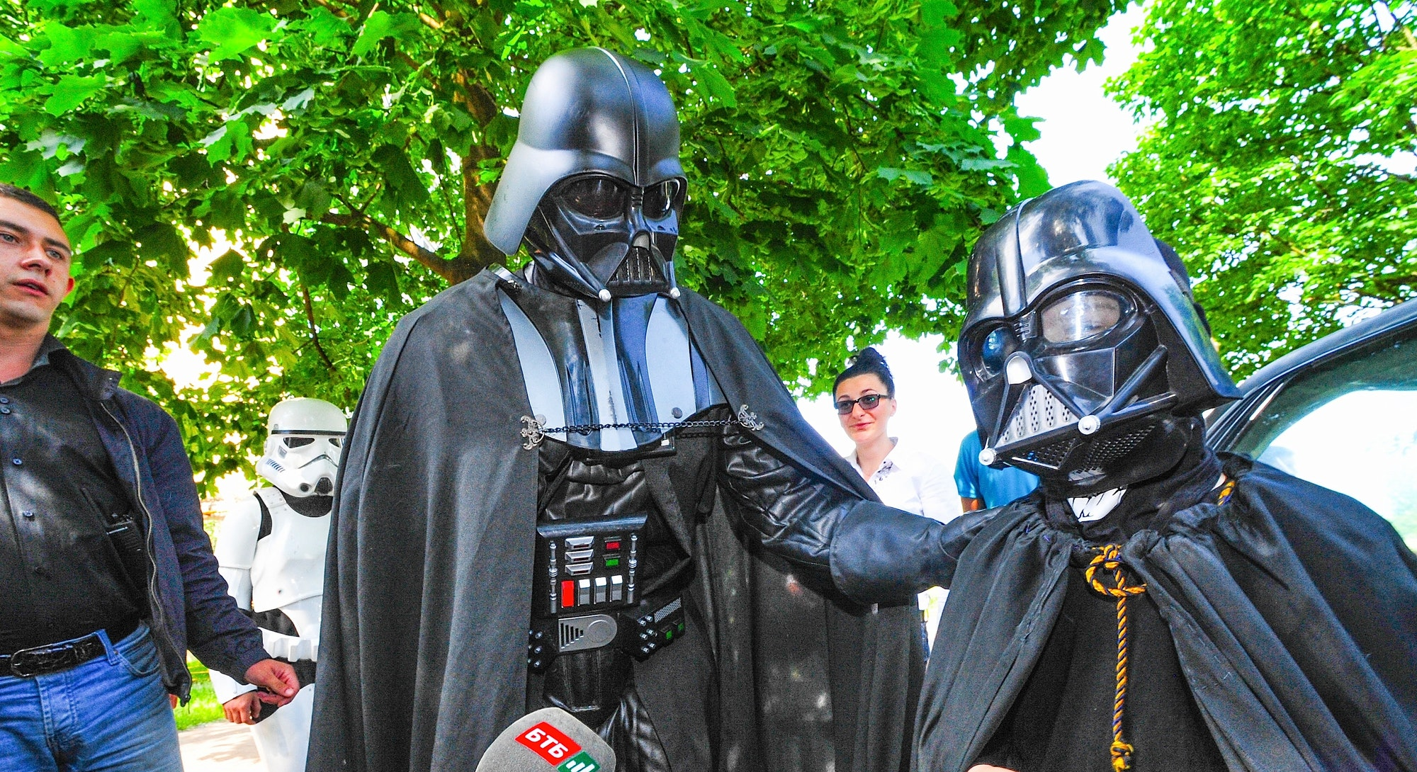 The 2014 presidential candidate Darth Vader meets with a young fan.