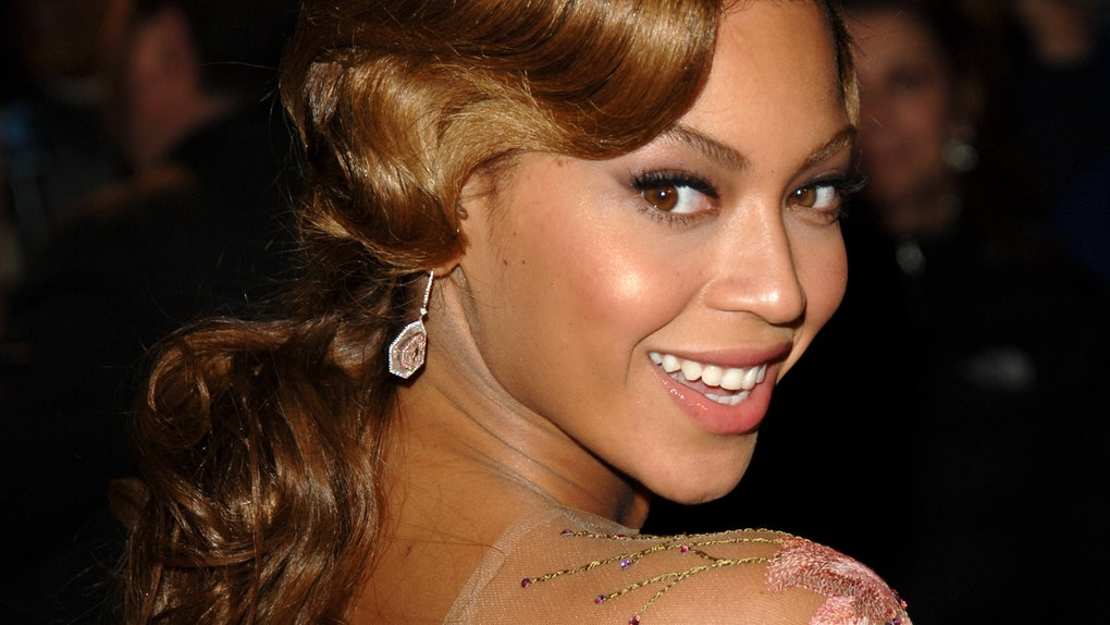 Beyonce hits the red carpet.