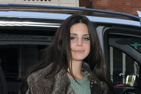 Lana Del Rey is sen getting out of her car.