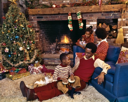 This vintage photo of Christmas decor features a '70s Christmas tree