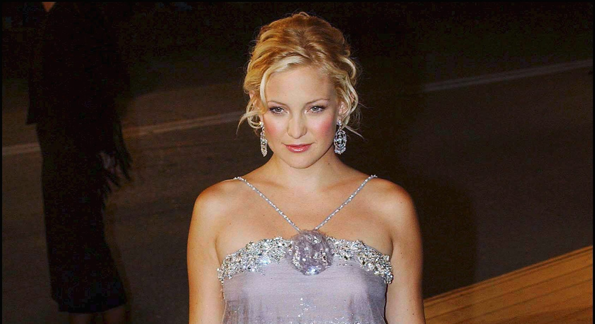 Kate Hudson wears a boho dress in 2003.
