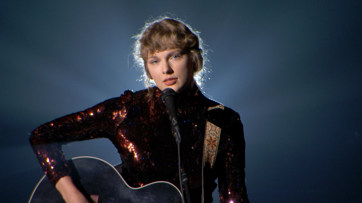 Taylor Swift performs at the 2020 ACMAs.