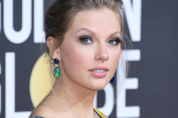 Taylor Swift attends the Golden Globes.
