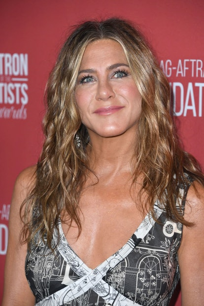 Jennifer Anniston's curls are great for the holidays